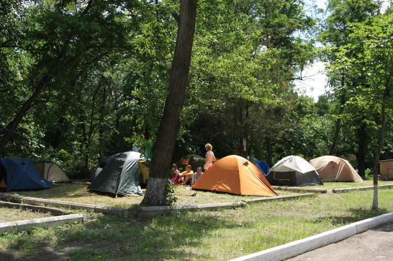 Как справедливо заметил не помню уже кто, по комфортабельности палатки мало отличаются от корпусов... :)