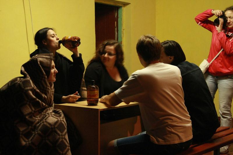 Вот, наверное, квинтэссенция ЧС. Тут всё: и холод, и пиво, и расслабуха, и фотографы на сцене :)